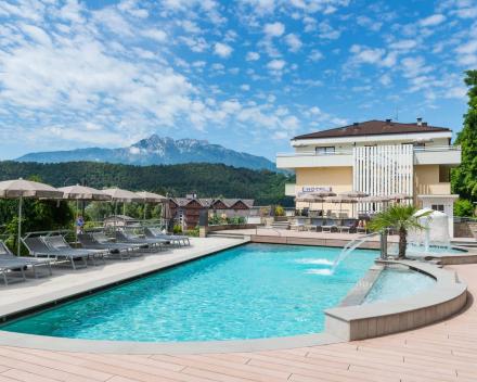 Hotel Ambassador Levico Zwembad